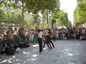 mimicry_and_gymnastics_at_a_street_performance_on_champs_elysees